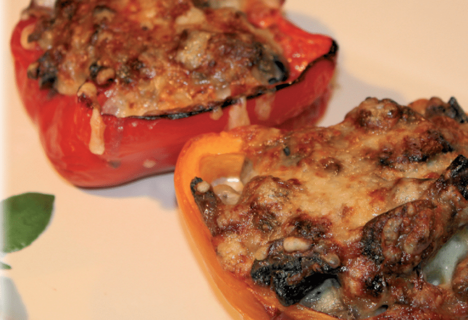 Fyldte peberfrugter m/ kartofler og champignonsauce