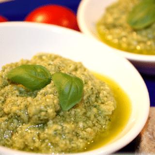 Lækker pesto med oliven og hvidløg