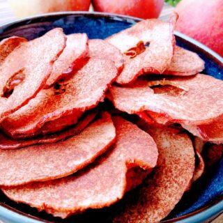 Æblechips med kanel og kokosolie
