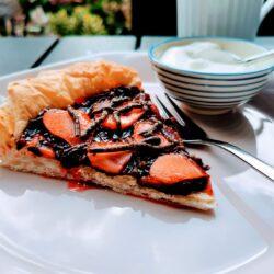 Brombærcoulis tærte